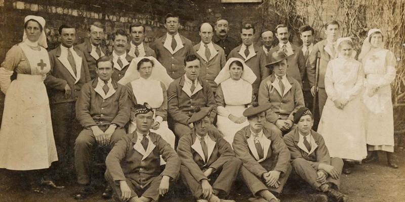 Nurses and convalescent soldiers at Felthorpe, 1917
