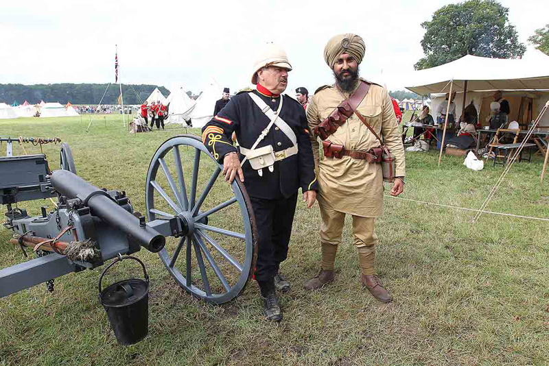 15th Ludhiana Sikh Regiment soldier with a History Live! volunteer, Kelmarsh Hall, July 2014