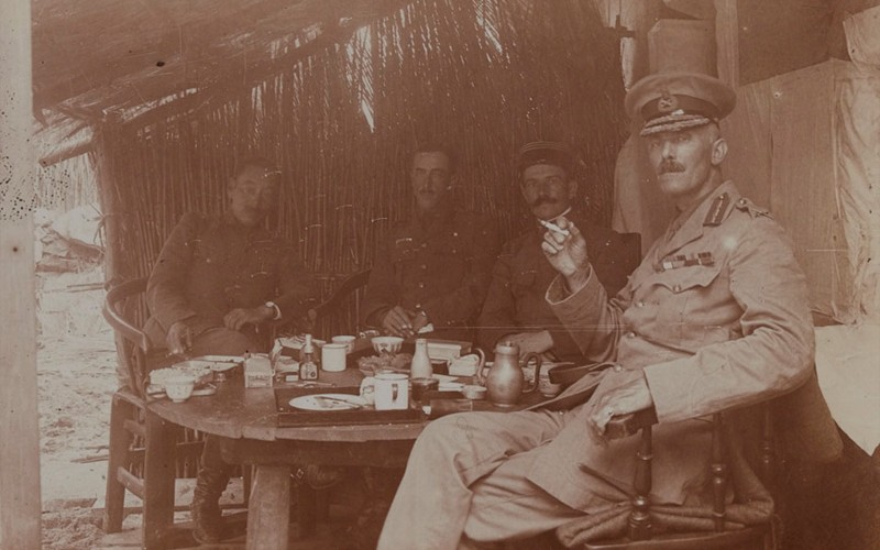 Major-General Barnardiston (right) breakfasting at Divisional HQ, 2 October 1914