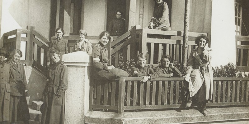 Women's Army Auxiliary Corps personnel relax outside their hostel, c1917