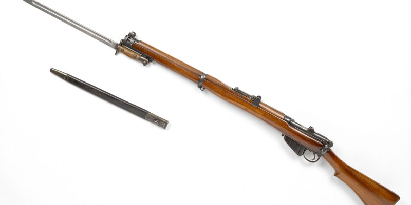 Short Magazine Lee-Enfield Mk III* .303 in bolt action rifle and bayonet, c1916
