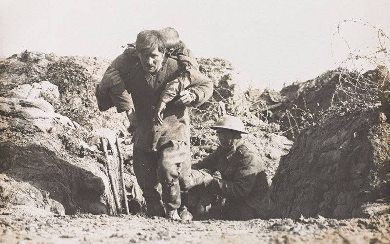 Photograph of British soldiers with casualty
