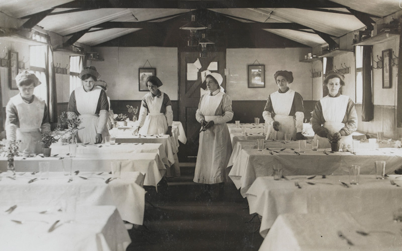 Women's Army Auxiliary Corps waitresses setting tables, 1917