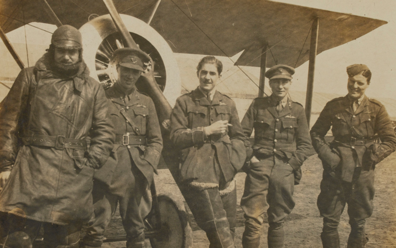 Sopwith Pup with airmen of 54 Squadron (Stewart on far right), 1917