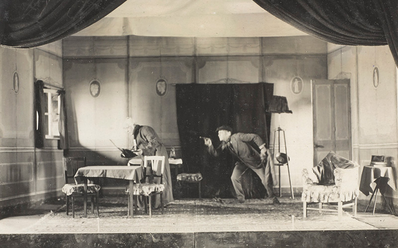 'A scene from 'The Burglar and the Judge', featuring Lieutenant Norton-Breton as 'Sir Justice Gyves' and Lieutenant-Colonel WGF Barnard DSO as 'Joe the Burglar', 1918