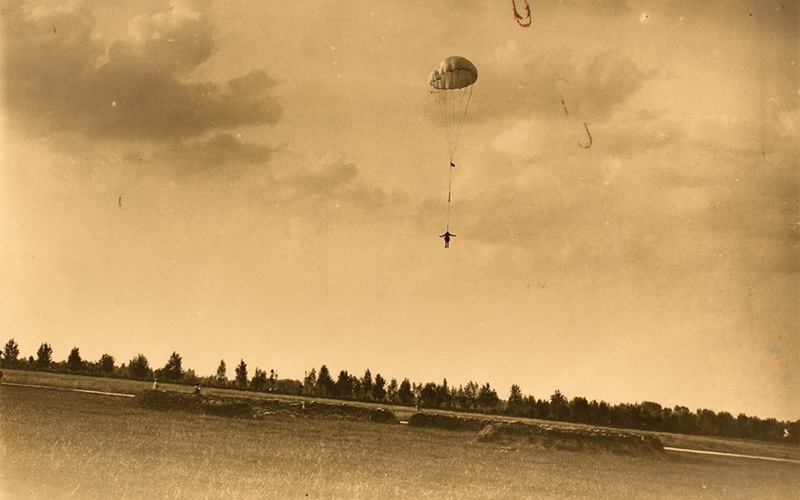 Captain Bowen dropping at Grossa aerodrome, 26 June 1918