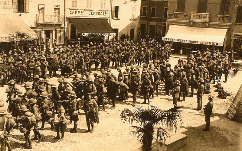 British troops in Italian square, 1918