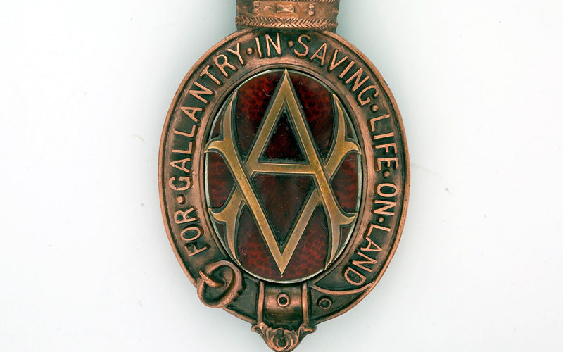 Albert Medal awarded to Lieutenant Bernard Ellis, 1/5th Battalion, The Buffs (East Kent Regiment), 1918